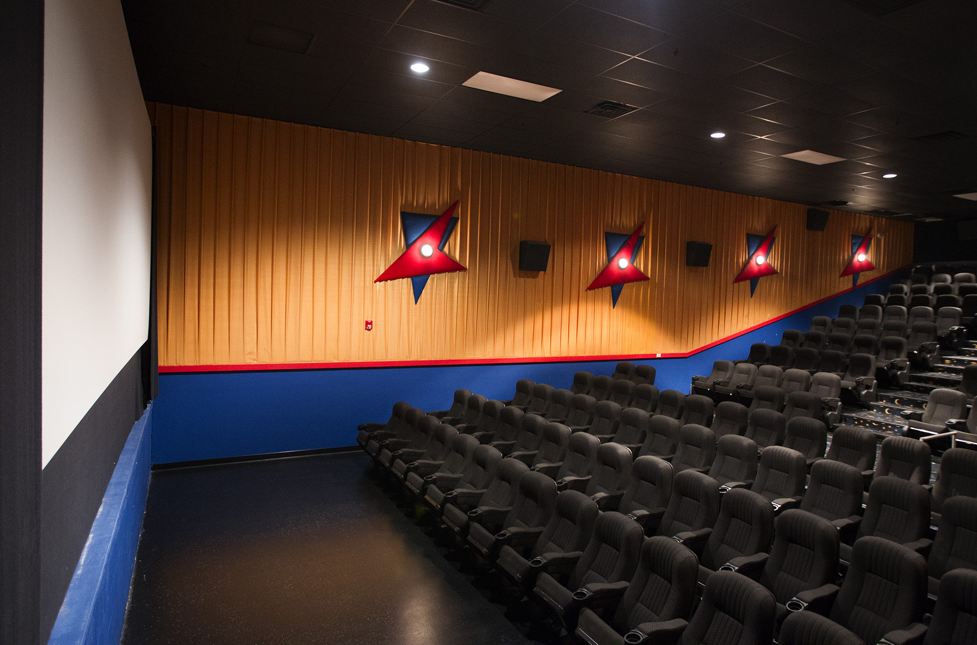 movie-town-inside-pic1